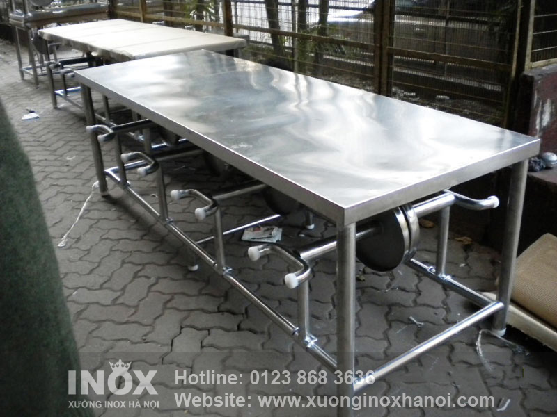steel-dining-table-1384073